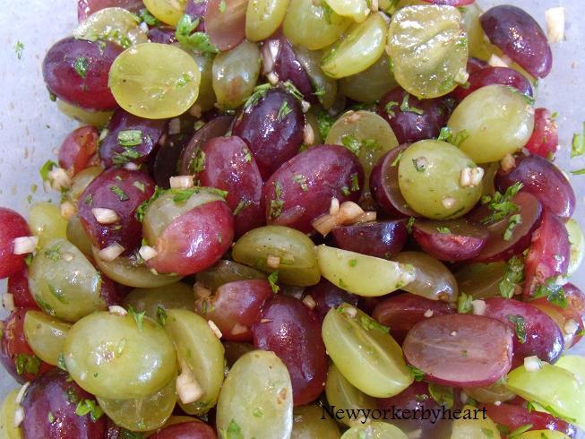 Gammeldags oksesteg med balsamico og rødvin, dertil vindruesalsa og gratinerede asparges med ...