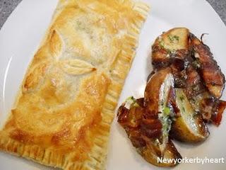 Indbagt laks med spinat, flødeost og lime – dertil bacon-kartofler med honning og forårsløg……..